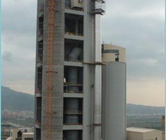 SILO DE HARINA. Silo de harina de crudo en San Vicente dels Horts. Barcelona (España)